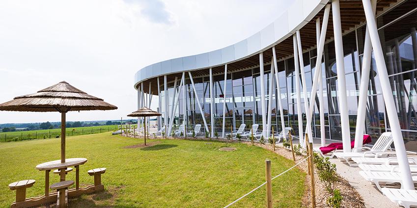 Aqua'Bulles premier centre aquatique public avec une cabine de cryothérapie
