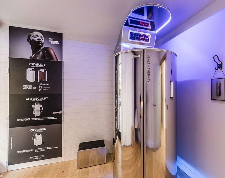Cabine de cryothérapie Ice X dans le showroom de Cryojet